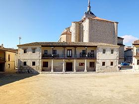 plaza_abside_con_iglesia_al_fondo_en_colmenar_de_oreja